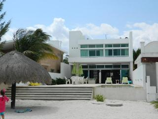 House c.s. beautiful and modern rest house at 5km. Village chicxulub    Casa c.s. preciosa y moderna casa de descanso a 5km. de pueblo de chicxulub - Chicxulub vacation rentals