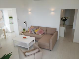 S U N N Y ✺ 2BR Seaside, 30sec from Gordon Beach - Tel Aviv vacation rentals