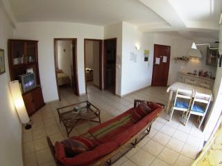103, Centrale con 2 camere fronte a Porto Antigo - Santa Maria vacation rentals