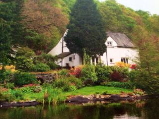 Gorgeous 3 bedroom Ambleside Cottage with Television - Ambleside vacation rentals