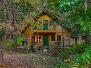Charming 3BR / 2BA cabin in Pineloch Sun, near the Lake and Speelyi Beach! - Snoqualmie Pass vacation rentals