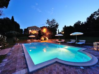 Luxury Villa for 16p in Marche countryside - Montemaggiore al Metauro vacation rentals