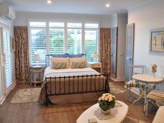Sailaway Beach House ,Boutique Accommodation, in room double spa, 50 meters from the beach - Seaford vacation rentals