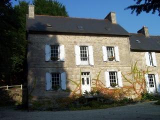 Charming Bed and Breakfast with Internet Access and Central Heating - Mellionnec vacation rentals