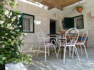 3 bedroom house with a private garden - Okrug Gornji vacation rentals