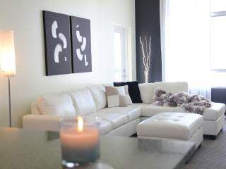 Beautiful 2-Bedroom Condo in PRIME Hollywood!! - Los Angeles vacation rentals