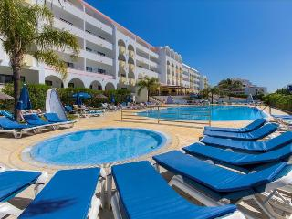 1 BEDROOM APARTMENT IN 4 STAR APARTHOTEL, 5 MINUTE-WALK FROM THE BEACH – ALBUFEIRA - REF. PAL149493 - Albufeira vacation rentals