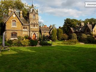 Gloriously Gothic, 2 bed house, Holly Village, Highgate - Maidstone vacation rentals