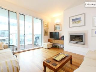 Bright 2 bed on Rayners Road, Putney - London vacation rentals