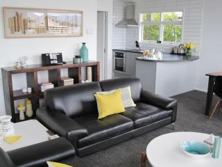 Acorns Wellington Apartment - chic on CBD fringe - Wellington vacation rentals