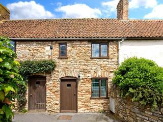 LITTLE BROOK, feature beams, inglenook fireplace, enclosed courtyard with furniture, good touring base, in Coxley, Ref 18049 - Somerset vacation rentals