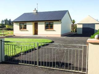 MULLAGH COTTAGE, detached, all ground floor, electric fire, WiFi, patio with furniture, good touring base, near Mullagh, Ref 917 - Doolin vacation rentals