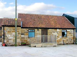 CLIFF COTTAGE, pet-friendly, character holiday cottage, with a garden in Great Ayton, Ref. 917835 - Camelot vacation rentals