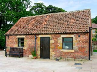 SOMERSET COTTAGE, pet friendly, character holiday cottage, with a garden in Great Ayton, Ref 917836 - Great Ayton vacation rentals