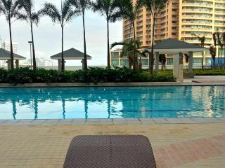 Stunning View @ Top Flr 1Bd Unit with Balcony - Mandaluyong vacation rentals