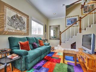 2BR/1.5BA Stunning 2-Story Woodland Hills Condo, Sleeps 3 - Calabasas vacation rentals