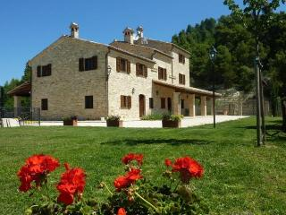 Comfortable 7 bedroom Villa in Montelparo - Montelparo vacation rentals