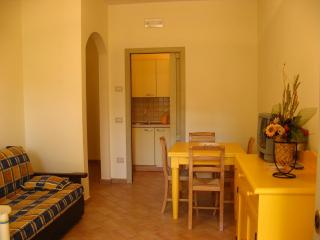 Residenze l'Alberata - Apartment Luisa - Collepepe vacation rentals