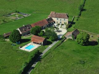 Bright 3 bedroom Bergerac Farmhouse Barn with Internet Access - Bergerac vacation rentals