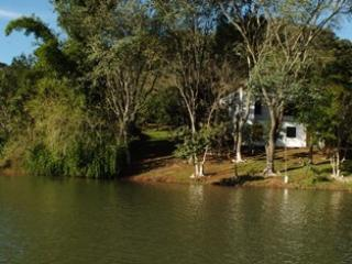 Nice Cottage with Outdoor Dining Area and Water Views - Rio Bonito do Iguacu vacation rentals