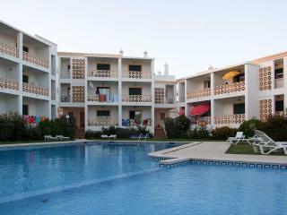 Edifício Eurolar apartamento T2_P, a 600 metros da Praia do Forte de S. João, Albufeira - Albufeira vacation rentals