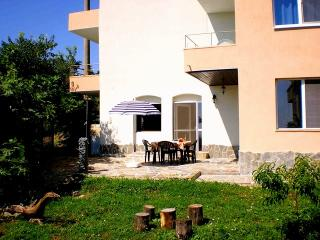 A summer villa just 200 METERS from the sea. - Chernomorets vacation rentals