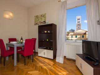 Apartment Raffaello  - Residence il Duomo - - Lucca vacation rentals