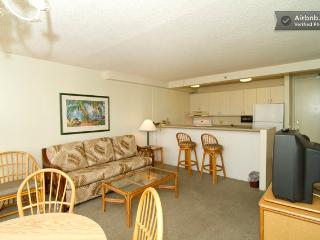 Waikiki Sunset Apt w/ PARKING, POOL & TENNIS Crt☆ - Honolulu vacation rentals