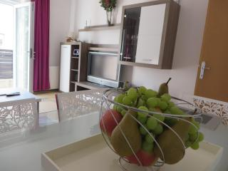 Cozy Zagreb vacation Apartment with A/C - Zagreb vacation rentals