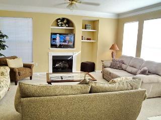 Beautiful 3 Br / 2 Ba Condo at Legacy Villas - Gulfport vacation rentals