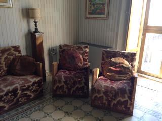 casa singola, con garage e grande terrazzo, balcon - Calascibetta vacation rentals