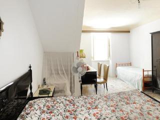 Cozy 2 bedroom Condo in Cianciana with Parking - Cianciana vacation rentals