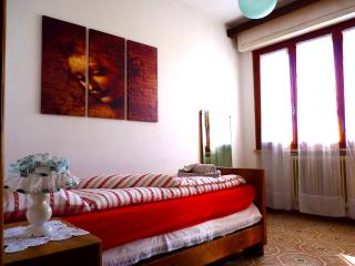 Cozy Pisa vacation Apartment with Television - Pisa vacation rentals