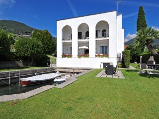 VILLA CALCATERRA - Salò vacation rentals