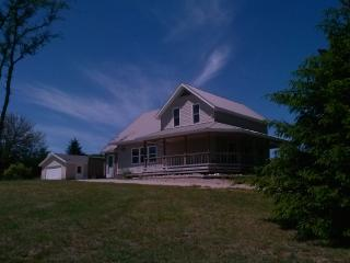 Updated Farmhouse on Outskirts of Traverse City - 5 minutes to Grand Traverse Bay, Orchards, Wineries, & More! - South Boardman vacation rentals