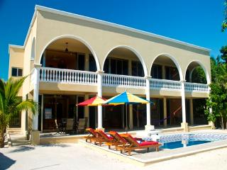 Bright 5 bedroom Riviera Maya Villa with Internet Access - Riviera Maya vacation rentals