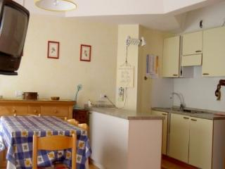HAPPY HOLIDAYS MARILLEVA 1400 - Mezzana vacation rentals