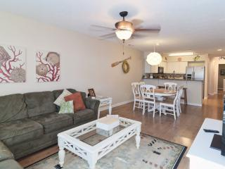 Golf, Pools, Hot Tub, WiFi, 5 minutes to the Beach - Pawleys Island vacation rentals