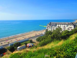 Bel appartement EN FRONT DE MER, prox Granville - Donville-les-Bains vacation rentals