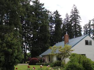 4 bd farmhouse resting in 40 acres of hazelnuts - Molalla vacation rentals