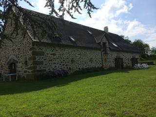 Renovated Farmhouse for 10 guests - Mauriac vacation rentals