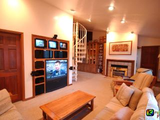 Brian Head Dual-Condo, Pool-Jacuzzi, Ski-In/out, 3 Master BR+2 Lofts , Sleeps 12 - Brian Head vacation rentals