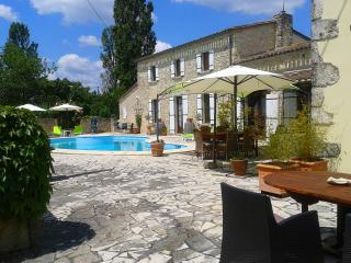 Luxury B&B Maison à votre santé , Vue de Château - Duras vacation rentals