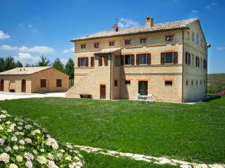 Villa Marchigiana - Luxury Villa with private pool close to the white sandy beaches , Marche Treia - Arezzo vacation rentals