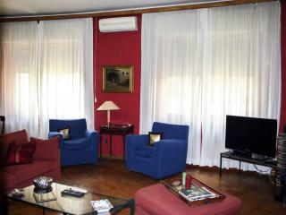 Fashionable apartment located in city centre - Naples vacation rentals