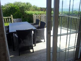 Spacious Bungalow in Kilmore Quay with Deck, sleeps 7 - Kilmore Quay vacation rentals