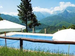 Perfect House with Internet Access and Outdoor Dining Area - Minucciano vacation rentals
