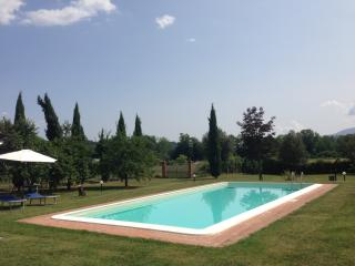 Cozy House in Capannori with Internet Access, sleeps 5 - Capannori vacation rentals