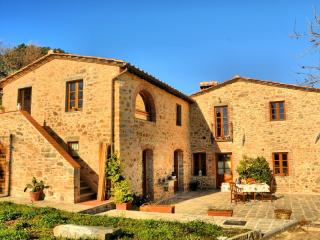 Bright 6 bedroom Pescia House with Internet Access - Pescia vacation rentals