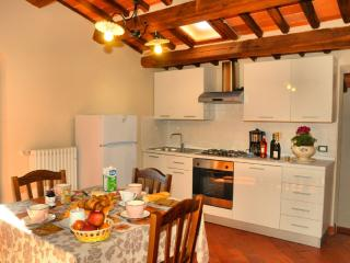 Cozy House in Monte a Pescia with Internet Access, sleeps 6 - Monte a Pescia vacation rentals